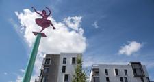 La danseuse de lumière et ses arc's, sculpture de Cécile Pitois.