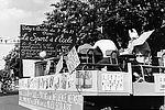 Les profs de sports au défilé des fêtes du Lilas 1971 © Archives municipales