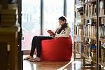 De larges espaces, lumineux, calmes et cosy portent à la lecture. © Cyril Ananiguian