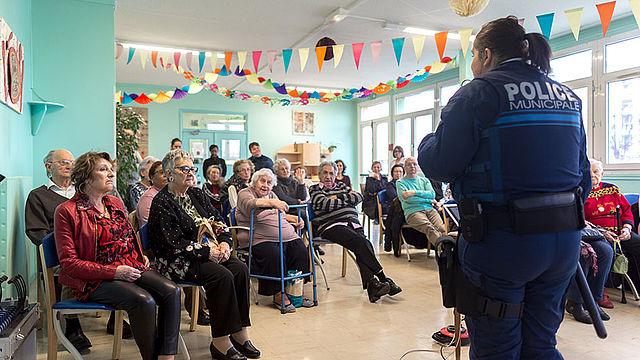 Le Service de la Vie sociale, de l'accueil et de l'information des retraités et la police municipale organise des après-midi de sensibilisation aux actes de maltraitance.