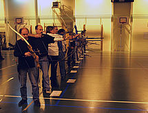 Arrivés au pas de tir, les archers sont en pleine concentration.