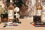 Confection d'objets et souvenirs liquoreux à ramener aux parents, Saint-Georges de Didonne en 1966. NC, album photos
